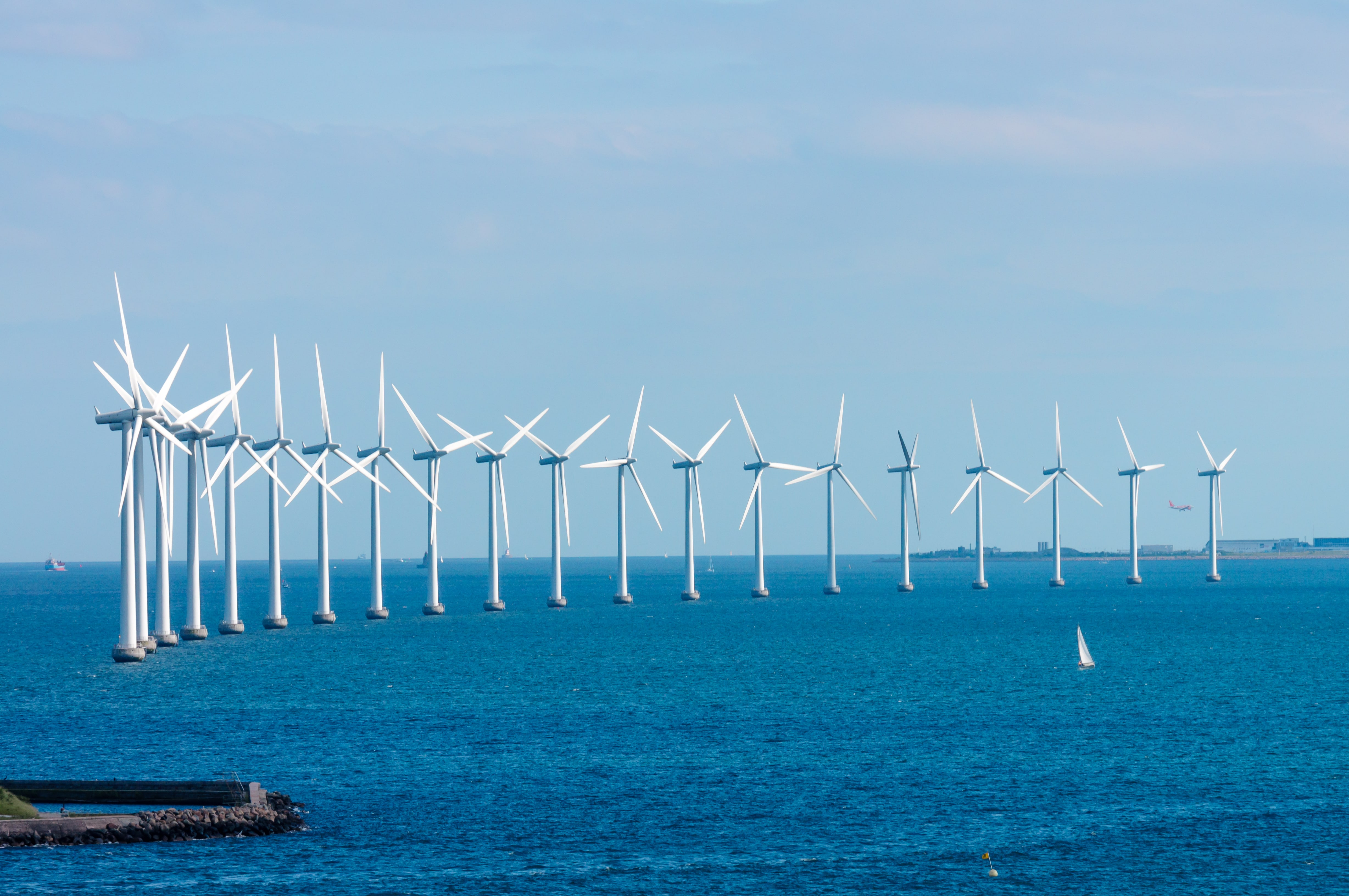Offshore-wind-farm-Renewable-Energy-Airswift-min