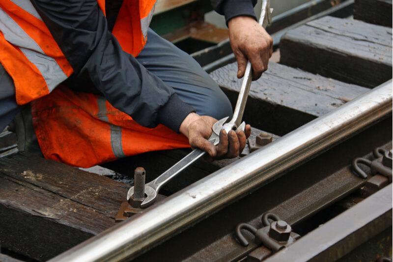Rail-worker-Airswift-1