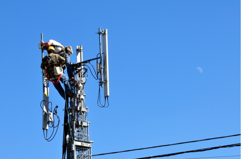 Telecommunications-workers-Airswift-1