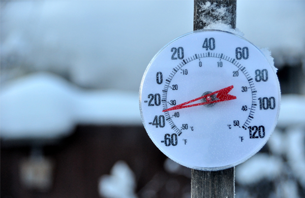safety-cold-stress-thermometer-snow