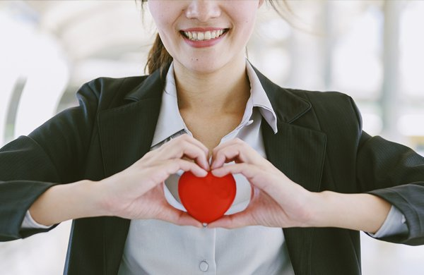 safety-heart-cpr-aed-business-woman-hands